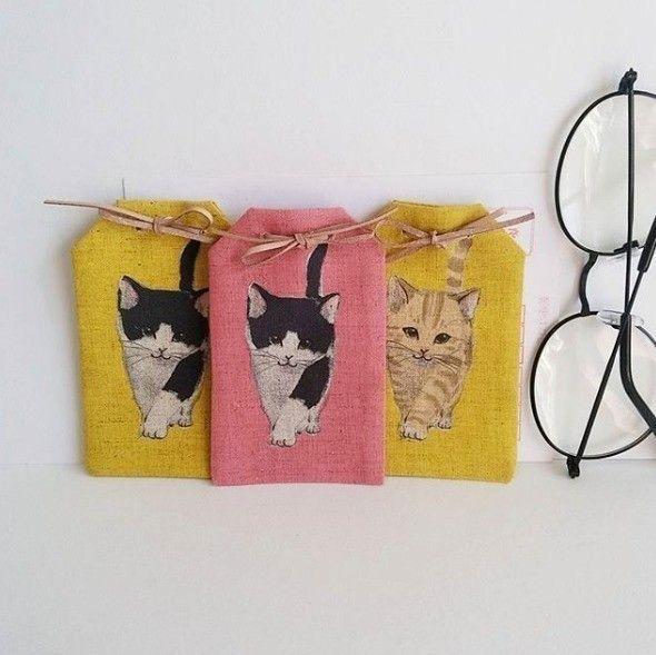 黄色とピンクの猫のひげをいれる袋3つ