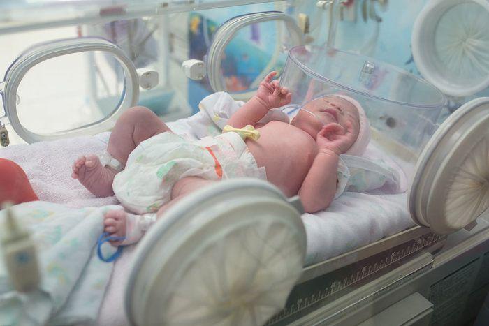 切迫早産で緊急入院!妊娠9ヶ月で産まれた娘は低出生体重児でNICUへ