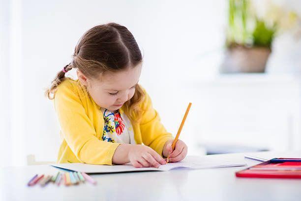 小さな女の子絵画、書き込み