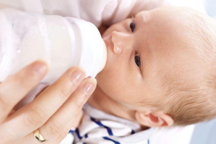 [生後0~2ヶ月]母乳もミルクも!授乳のあるある悩みを助産師が解決