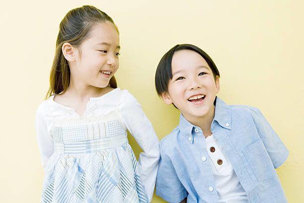 笑う少年と少女