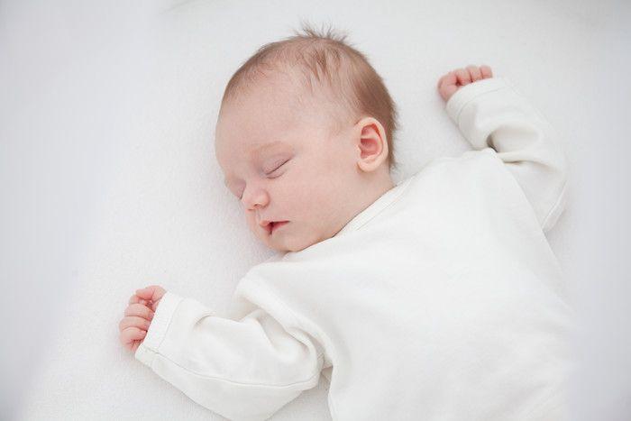 赤ちゃんの睡眠時間って、どのくらいが適切なの?