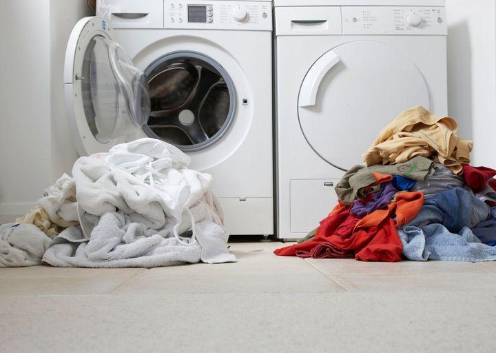 1 つの色の 1 つの白のコレクション洗浄