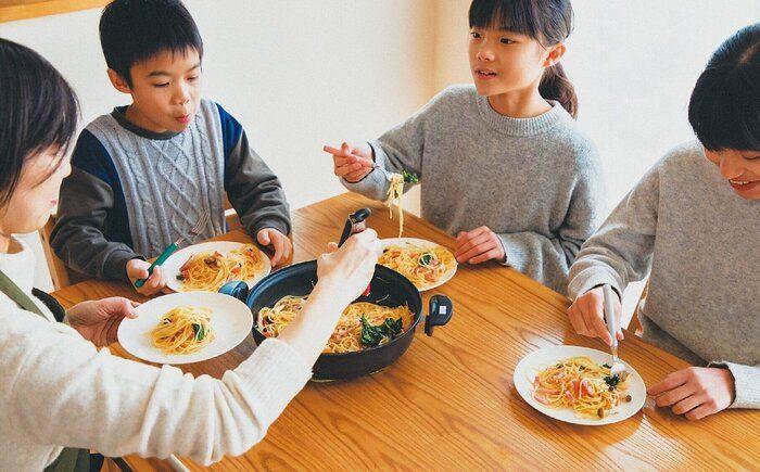 小学生3人で食費月3万円台!副菜いらずの絶品ラクごはんワザ