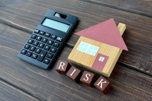 住宅リスク画像、暗い雰囲気